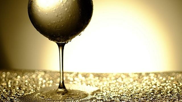 キャバクラのテーブルマナー グラスの水滴