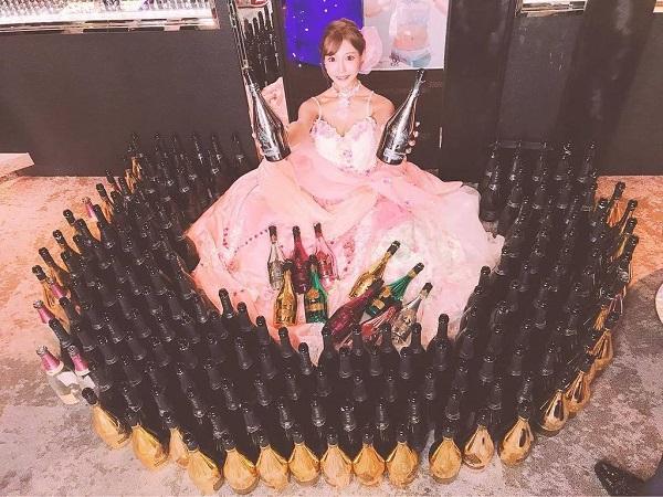 明日花キララさんが1日キャバ嬢で売上2500万円以上!